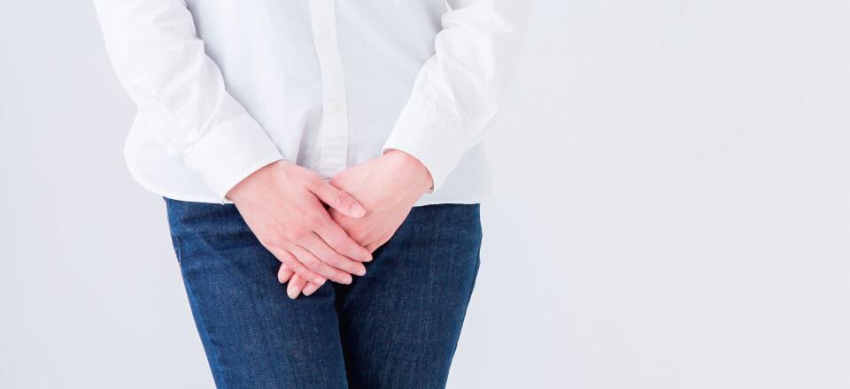 Mange danskere lider af urininkontinens. Men selvom problemet kan mindskes og i nogle tilfælde afhjælpes helt, så er der alt for mange som ikke søger hjælp