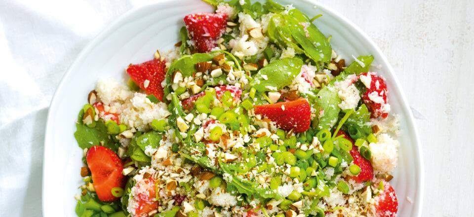Blomkålscouscous med danske jordbær, rucula og feta